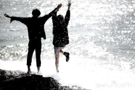一个人害怕孤独,两个人害怕辜负。 -清新范(Qxfun.com)