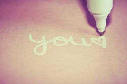 你爱我,我会陪你;你不爱我,我给你自由。这就是傻傻的我,那个在乎你的我。