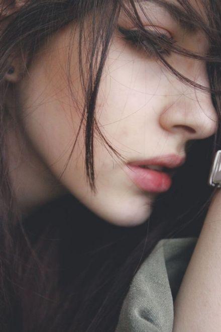 想念之所以想念,是因为记忆停留在最美好的曾经。窗外的雨,朦胧了我的眼。