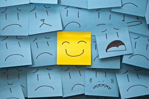 也许一个人在真的无可奈何的时候,除了微笑,也只好微笑。